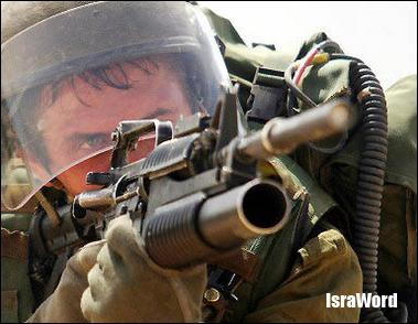 israeli_soldier_aims.jpg (24.46 KB)